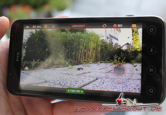 Wird mit dem Smartphone gesteuert: Die AR.Drone 2.0 von PARROT im Test